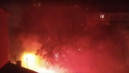 ŽESTOKA TUČA NAVIJAČA NA KARABURMI: Gorele baklje, razbijen automobil - policija rasterala nasilnike