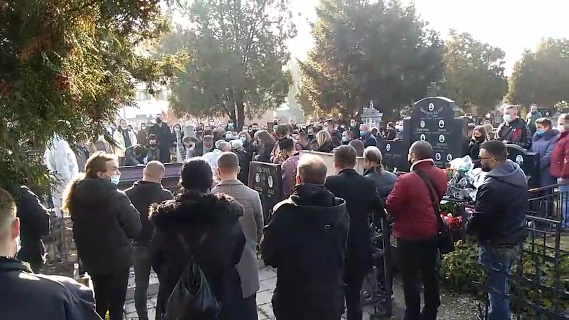 ISPRAĆAJ UZ BUBNJEVE: Bojan Zlatanović otišao na večni počinak