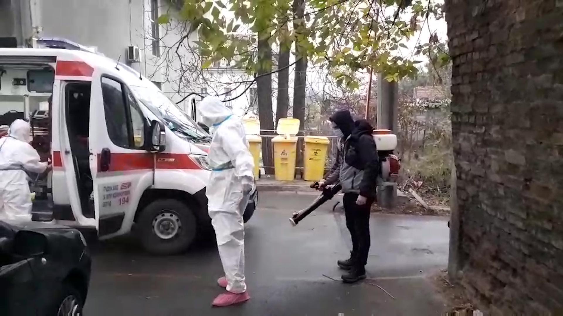 DEZINFEKCIJA ekipe hitne pomoći posle ostavljanja pacijenta na infektivnoj klinici u Beogradu
