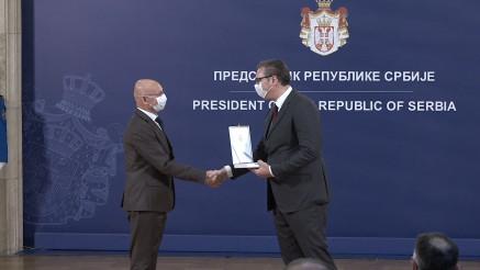 ODLIČJA ZA HEROJE: Predsednik Vučić dodelio pripadnicima Vojske Srbije za borbu protiv kovida