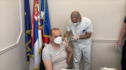 PROTIV EPIDEMIJE: Ministar zdravlja Zlatibor Lončar i dr Zoran Gojković primili kinesku vakcinu