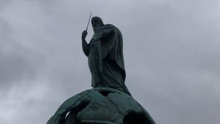 """Novosti"" na Savskom trgu - evo šta se dešava na mestu gde će večeras biti otkriven spomenik Stefanu"