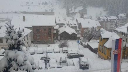 Sneg u Novoj Varoši pada duže od 36 sati