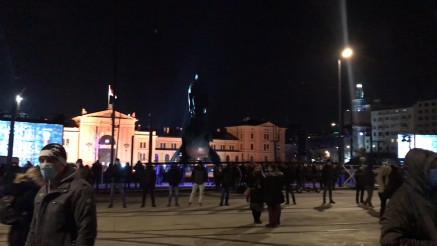 Građani se okupljaju pred svečano otkrivanje spomenika Stefanu Nemanji