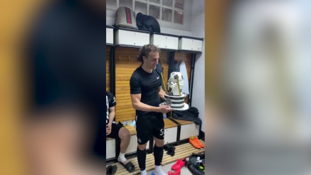 Lazar Marković slavi 27. rođendan, torta nakon meča protiv Vojvodine