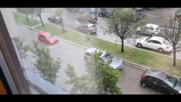PLJUSAK PARALIŠE SAOBRAĆAJ: U Ulici Vojislava Ilića vozila bukvalno plove