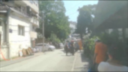 VIDOVDANSKA: Vatrogasci pomažu stanarima da iznesu stvari iz urušene zgrade