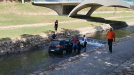 GOLF ULETEO U BANJŠTICU: Automobilu otkazale kočnice