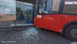 Autobus udario u stajalište u Zemunu